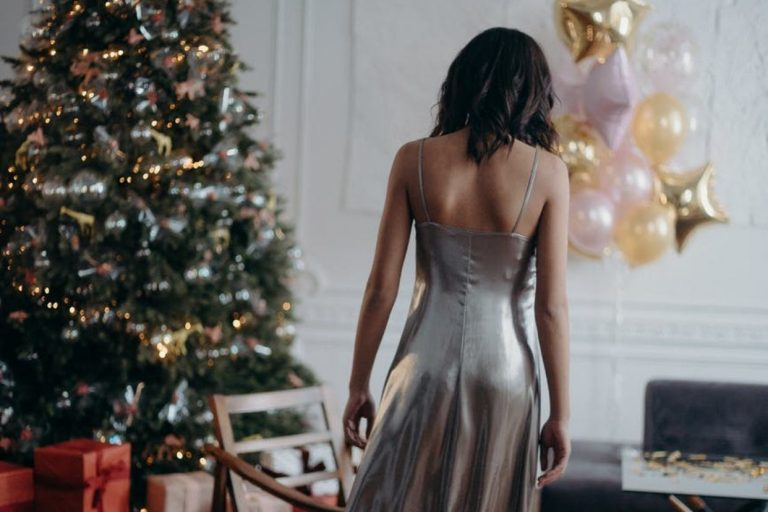 Tips to Plan the Best Christmas Party Outfit
