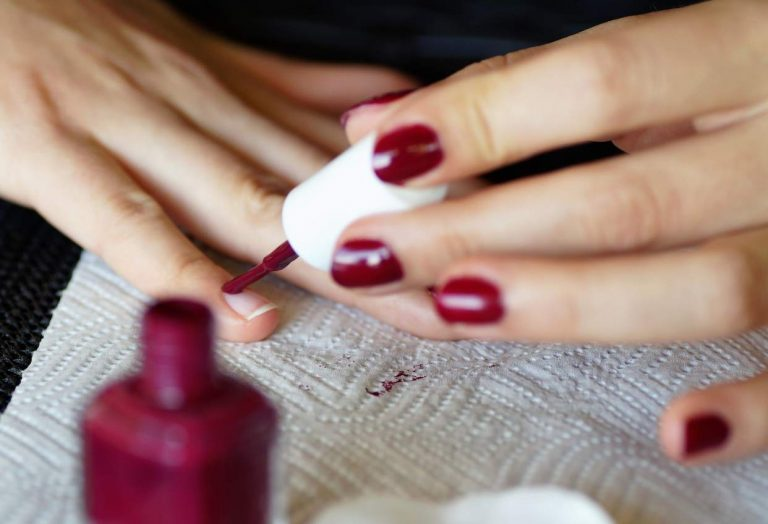 How to Paint Your Nails: 5 Effective Tips