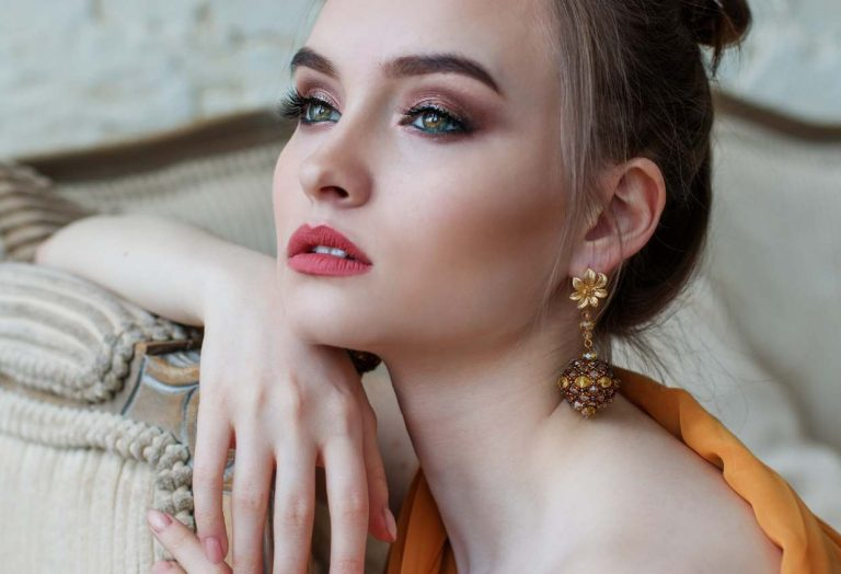 How to Style Earrings: 6 Helpful Tips