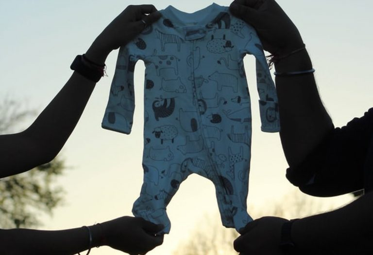7 Reasons to Buy a Baby Bodysuit